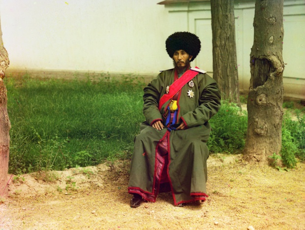 This is Isfandiyar Jurji Bahadur, Khan of the Russian protectorate of Khorezm (now part of Usbekistan), circa 1910. He ruled until his death in 1918. That's right. An Uzbek khan who ruled during World War I.